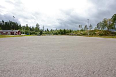 5 augusti 2016 - Vid Hagavallen planerades det för nya konstgräsplanen, men först måste berget bort för att ge plats för nya parkering.