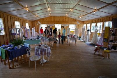 6 augusti 2016 - Vid Hembygdsgården i Östervallskog visade man en stor utställning med brudklänningar . .