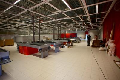 30 augusti 2016 - Vid Handelsparken började man inreda nya ICA-butiken.