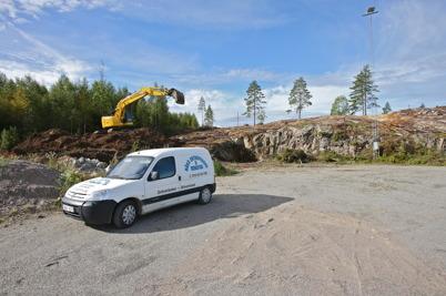 2 september 2016 - Och vid Hagavallen förberedde man för sprängning av berget.