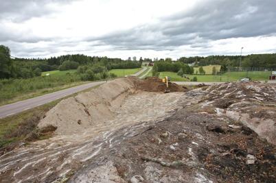 6 september 2016 - Vid Hagavallen frilades berget för kommande borrning och sprängning.