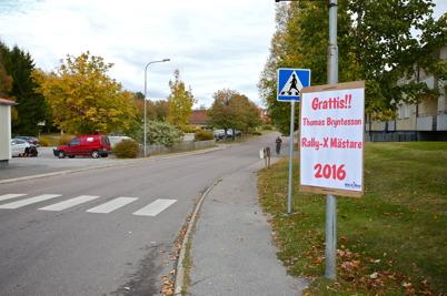 10 oktober 2016 - I Töcksfors framfördes gratulationer till Thomas Bryntesson, för hans stora framgångar i Rallycross under den gångna säsongen.