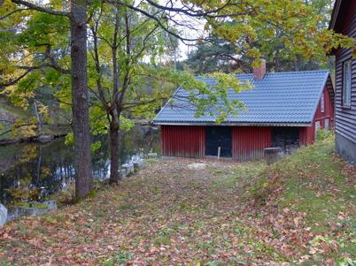 11 oktober 2016 - Den gamla andelstvättstugan vid Bruket fick fin omvårdnad.