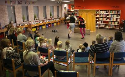11 oktober 2016 - I Biblioteket framfördes olika teaterföreställningar för barnen.