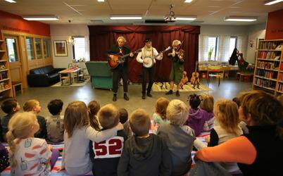 26 oktober 2016 - Och i biblioteket gavs en ny teaterföreställning för barnen.