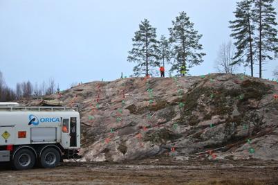 21 november 2016 - Vid Hagavallen laddade man för första sprängsalvan . .