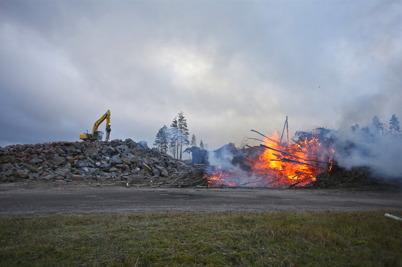 23 november 2016 - Efter sprängningen vid Hagavallen var det full aktivitet för att bl a ta hand om stenmassorna.