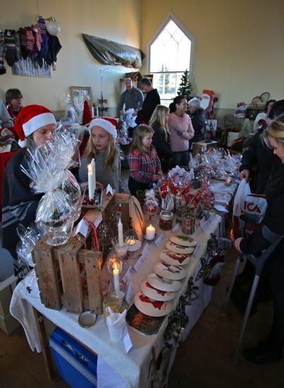 27 november 2016 - Håns Byalag hade välbesökt julmarknad i Bygdehuset.