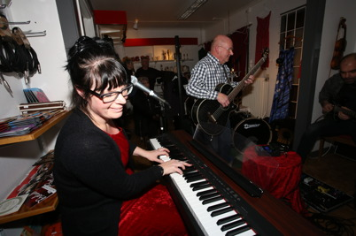 27 november 2016 - Skyltsöndagen avslutades med Musikcafé i Konst & Musikboden.