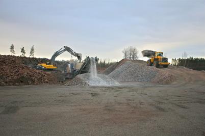 8 december 2016 - Området som skall bli Hagavallens nya parkering liknade en bergtäkt.