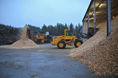 21 december 2016 - Töcksfors fjärrvärme fyllde på lagret med biobränsle.