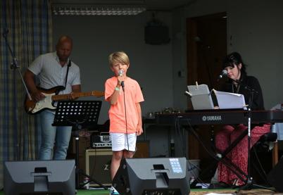 9 juli 2016 - Alex Karlsson bjöd publiken på fin sång.