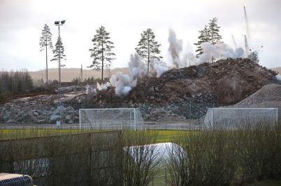 22 december 2016 - Och så sprängdes andra salvan i berget vid Hagavallen.