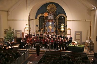 """28 december 2016 - I Holmedals kyrka kunde man njuta av Julkonserten """" Skrift i Snön """"."""