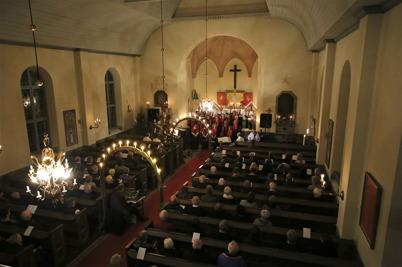 """29 december 2016 - I Blomskogs kyrka kunde man njuta av Julkonserten """"Jul Jul Strålande Jul""""."""
