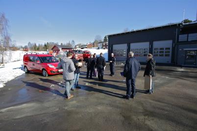 Räddningstjänstkollegor från när och fjärran kom för att gratulera till den nya fina brandstationen.
