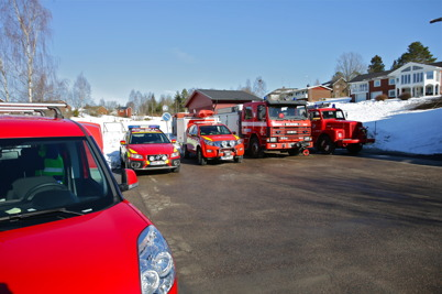 Räddningstjänstens fordon stod högtidligt uppradade utanför stationen.