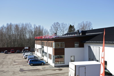 1 april 2016 - Taket kompletteras med solcellspaneler.
