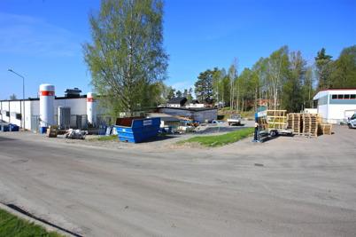 12 maj 2016 - Sen startade utbyggnaden av den  västra fabrikslokalen norrut mot Nordmarkens Fasader.