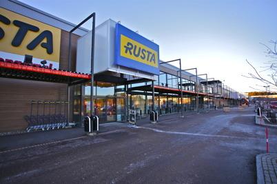 30 november 2015 - Ombyggnadsarbetet startar med att skapa ny butiksyta för RUSTA.