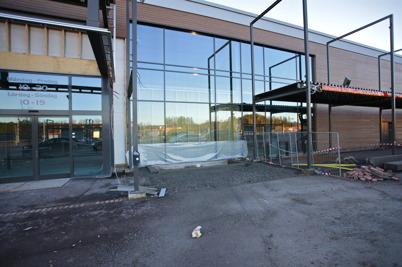 30 november 2015 - Här byggs ny entré för RUSTA i den del av Handelsparken där Sportshopen fanns tidigare.