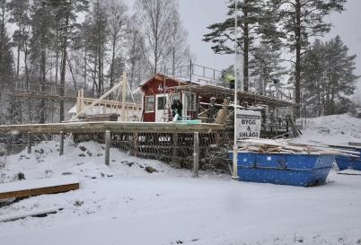 4 januari 2017 - Arbetet med Båtklubben Rävarnas nya klubbstuga gick snabbt framåt.