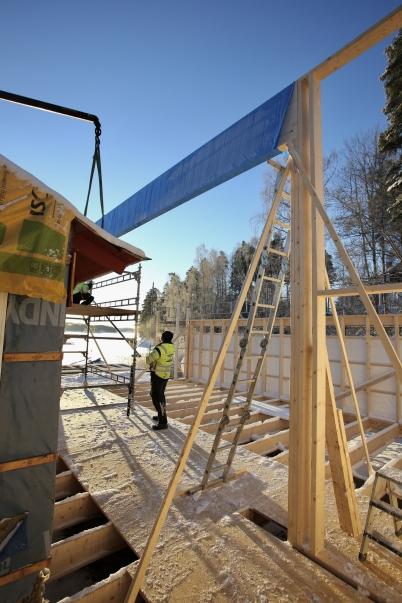 5 januari 2017 - Båtklubben Rävarnas nya klubbstuga växte i höjden.