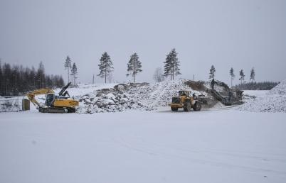 4 januari 2017 - Vid Hagavallen fortsatte arbetet med sprängning för nya parkeringen och konstgräsplanen.