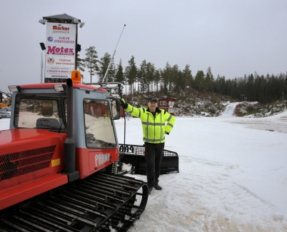 9 januari 2017 - På Kölen Sportcenter pågick aktiviteter för att få skidspåren i ordning.