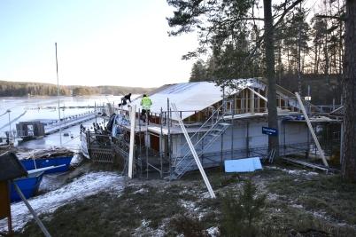 13 januari 2017 - Och i Sandviken kom nya klubbstugan under tak.