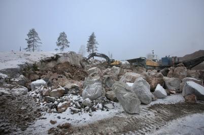 18 januari 2017 - Vid Hagavallen sprängde man för att få plats med nya parkeringen och konstgräsplanen.