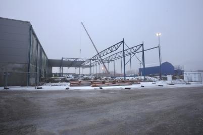 18 januari 2017 - Och vid Flexit började man lägga tak på utbyggnaden.
