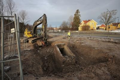 19 januari 2017 - Vid vägbygget på Älverudsområdet fick man oväntat stort arbete med ett gammalt värn från andra världskriget.