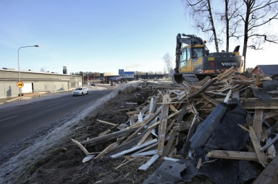 24 januari 2017 - Och vid Älverud revs ett garage för att ge plats för nya vägen.