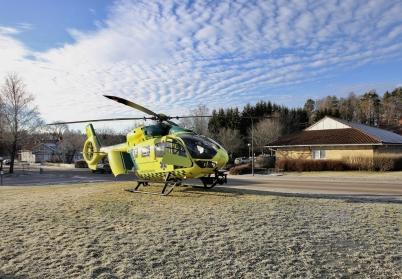 24 januari 2017 - Ambulanshelikoptern landade vid vårdcentralen för att hämta en patient.