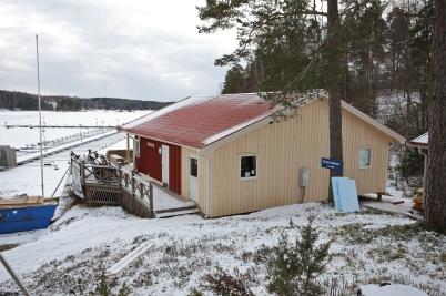 6 februari 2017 - Och i Sandviken hade man tagit bort ställningarna runt nya klubbstugan.