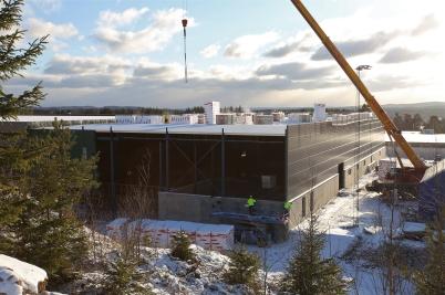 7 februari 2017 - Vid Flexit isolerade man taket på utbyggnaden.