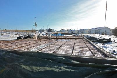 13 februari 2017 - På Prästnäset var det klart för gjutning av bottenplattor till de nya parhusen.