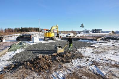 14 februari 2017 - Och på Prästnäset fortsatte arbetet med grunderna till parhusen.
