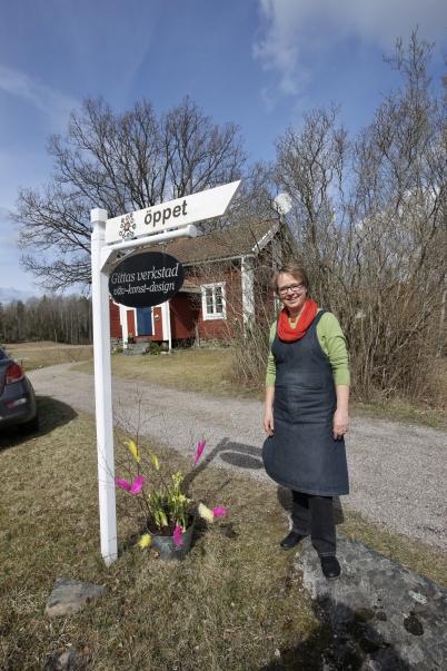 """16 april 2017 - Även Gitta Bretsch """"Gittas verkstad"""" söder om Lennarsfors hade öppen ateljé under Konstrundan."""