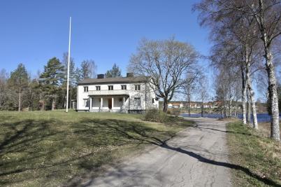 4 maj 2017 - Området runt Prästgården röjdes, vilket fick Prästgårdsudden att likna en fin park vid sjön Töck.