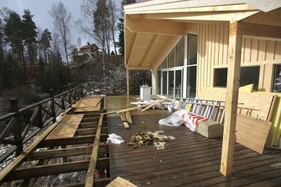 28 februari 2017 - Och i Sandviken kunde man se hur fin den nya stugan skulle bli.