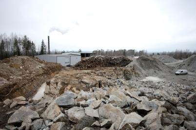 13 mars 2017 - Och området vid fjärr-värmecentralen såg ut som en bergtäkt.