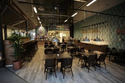 31 mars 2017 - Och i shoppingcentret förvandlades Kaffestugan till restaurang Num Num.