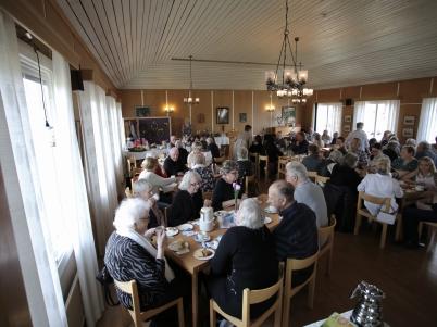 9 april 2017 - Töcksmarks syförening bjöd in till Kakbuffé.