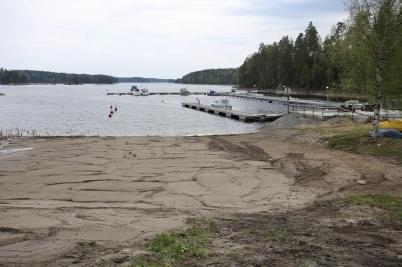 18 maj 2017 - Den låga vattennivån i sjön Foxen gjorde det möjligt att ordna en riktig sandstrand i Sandviken.