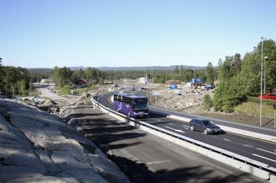 1 juni 2017 - Vid gränsen släppte man på trafiken på nya E18.