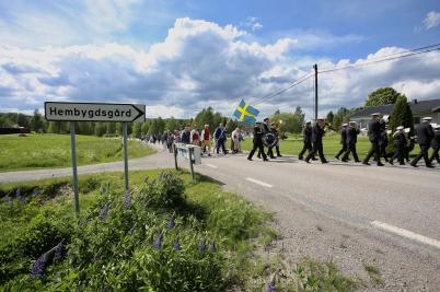 6 juni 2017 - I Östervallskog firade man Nationaldagen med landshövdingen som fanbärare.