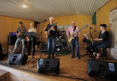 6 juni 2017 - Blues & Love Bandet spelade i Östervallskogs hembygdsgård i samband med Nationaldagsfirandet.