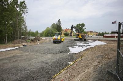 7 juni 2017 - I Töcksfors fortsatte arbetet med nya in- och utfarten vid Älverud.